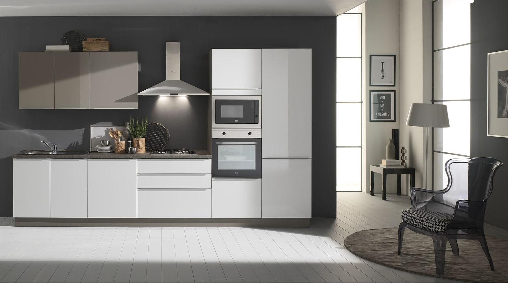 Cucina mia mobil house for Piani di progettazione della casa 3d 4 camere da letto